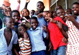 DD TVN – Afrykańskie dzieci cieszą się z prostych rzeczy